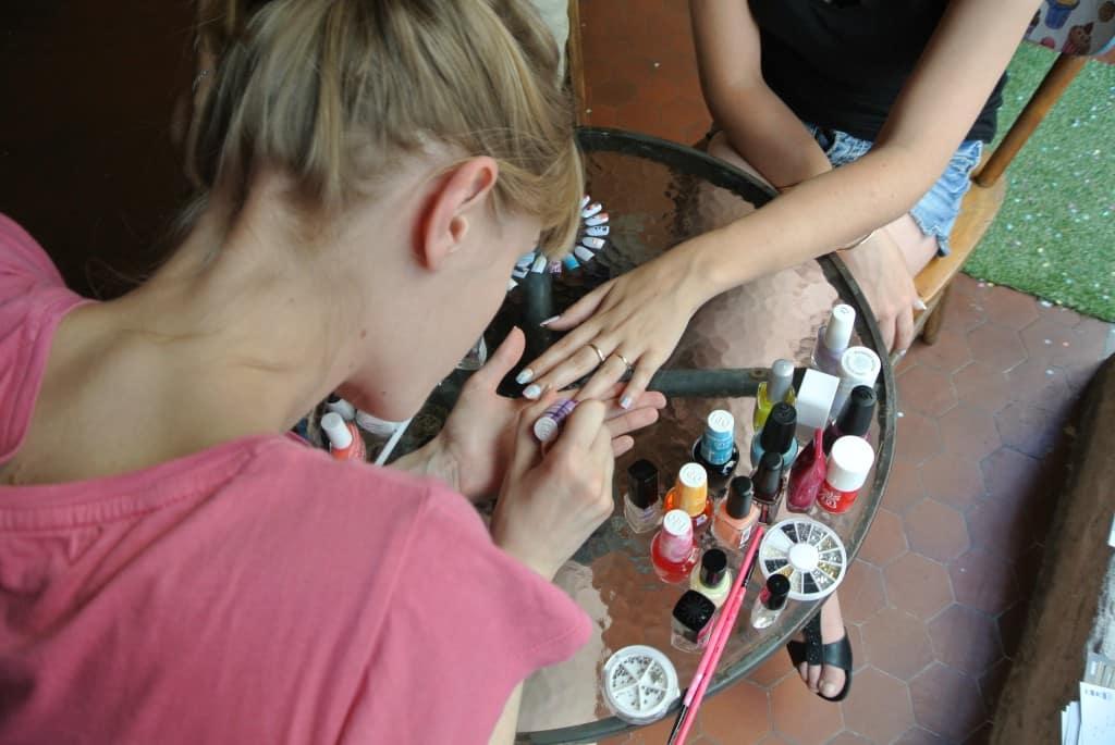 Nail art chez Mary Cherry par Victoire Victoria